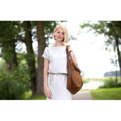 Brązowa torba worek z kieszeniami na ramię. Brązowe torebki klasyczne damskie Pakamera, w paski. Za 179,00 zł.