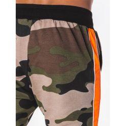SPODNIE MĘSKIE DRESOWE P704 - ZIELONE/MORO. Zielone spodnie dresowe męskie Ombre Clothing, moro, z bawełny. Za 39,00 zł.