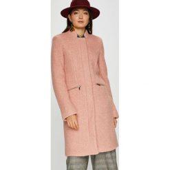 Vero Moda - Płaszcz Vita. Różowe płaszcze damskie pastelowe Vero Moda, l, z materiału. W wyprzedaży za 299,90 zł.