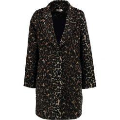 Molly Bracken Krótki płaszcz brown. Brązowe płaszcze damskie pastelowe Molly Bracken, z materiału. W wyprzedaży za 415,20 zł.