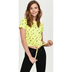 T-shirt z wiązaniem - Żółty. Żółte t-shirty damskie marki Sinsay, l. W wyprzedaży za 9,99 zł.