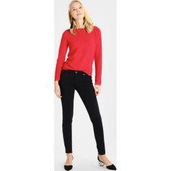 Swetry klasyczne damskie: comma casual identity LANGARM Sweter red