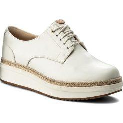 Espadryle CLARKS - Teadale Rhea 261319764 White Leather. Białe espadryle damskie Clarks, z materiału, na płaskiej podeszwie. W wyprzedaży za 299,00 zł.