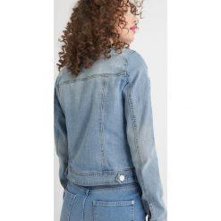 Jeansowa kurtka. Apaszki damskie Orsay, w kolorowe wzory, z denimu. Za 139,99 zł.