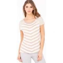 T-shirt w skośne paski. Szare t-shirty damskie Monnari, w paski, z wiskozy, z dekoltem na plecach. Za 39,96 zł.