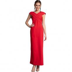 Sukienka w kolorze czerwonym. Czerwone długie sukienki marki Almatrichi, s, z dekoltem na plecach, proste. W wyprzedaży za 229,95 zł.