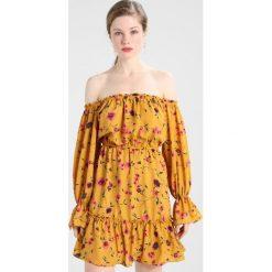 Sukienki hiszpanki: Glamorous Sukienka letnia mustard