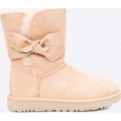 UGG - Kozaki Daelynn. Szare buty zimowe damskie marki Ugg, z materiału, z okrągłym noskiem. W wyprzedaży za 699,90 zł.