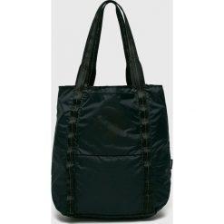 Converse - Torebka. Czarne torebki klasyczne damskie Converse, z materiału, duże. W wyprzedaży za 159,90 zł.