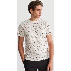 T-shirt z mikroprintem - Kremowy. Białe t-shirty męskie Reserved, l. Za 49,99 zł.