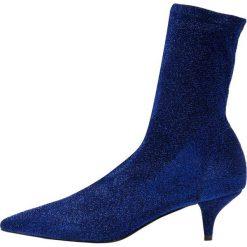 Bianca Di Botki cosmo lustro. Niebieskie botki damskie skórzane Bianca Di, klasyczne. Za 459,00 zł.