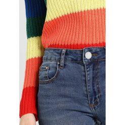 Lost Ink Petite RELAXED SKINNY ANKLE GRAZER IN CHIA Jeans Skinny Fit mid denim. Niebieskie boyfriendy damskie Lost Ink Petite, petite. Za 189,00 zł.