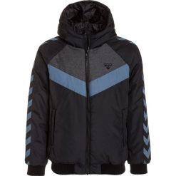 Hummel WESTER Kurtka zimowa black. Czarne kurtki chłopięce zimowe marki Hummel, z materiału. W wyprzedaży za 246,75 zł.