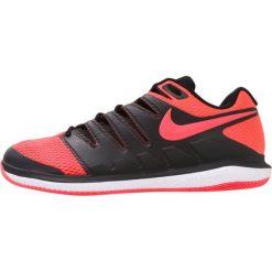 Nike Performance AIR ZOOM VAPOR X HC Obuwie multicourt black/solar red/white. Czarne buty do tenisa męskie Nike Performance, z materiału. W wyprzedaży za 412,30 zł.