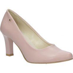 Czółenka ślubne pudrowy róż na słupku Casu 3043. Czerwone buty ślubne damskie marki Reserved, na wysokim obcasie. Za 78,99 zł.