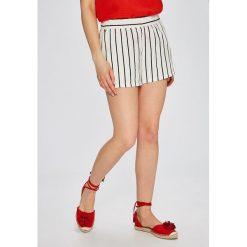 Vero Moda - Szorty Asta. Niebieskie szorty damskie marki Vero Moda, z bawełny. W wyprzedaży za 37,90 zł.