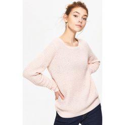 Swetry klasyczne damskie: Sweter z perforacją – Różowy