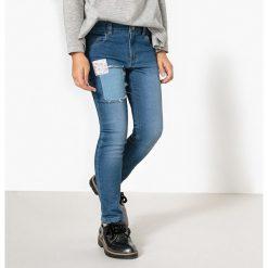 Proste jeansy z łatkami 3-12 lat. Szare jeansy dziewczęce La Redoute Collections, z bawełny, z standardowym stanem. Za 103,91 zł.