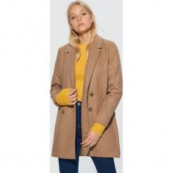 Dwurzędowy płaszcz - Bordowy. Czerwone płaszcze damskie pastelowe Cropp, l. Za 229,99 zł.