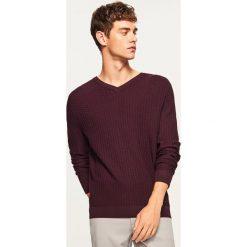 Sweter z dekoltem w serek - Fioletowy. Fioletowe swetry klasyczne męskie marki Reserved, l, z dekoltem w serek. Za 99,99 zł.