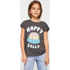 Mango Kids - Top dziecięcy Cake 110-164 cm. Szare bluzki dziewczęce Mango Kids, z nadrukiem, z bawełny, z okrągłym kołnierzem, z krótkim rękawem. W wyprzedaży za 19,90 zł.