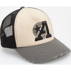 Dwukolorowa czapka z daszkiem - Beżowy. Brązowe czapki męskie Reserved. W wyprzedaży za 19,99 zł.