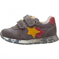 """Sneakersy """"Parker"""" w kolorze szarym. Szare trampki chłopięce Naturino, z aplikacjami, z materiału. W wyprzedaży za 172,95 zł."""