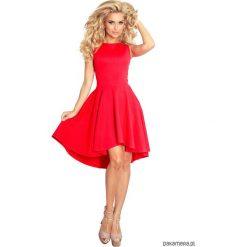 66-12 Ekskluzywna sukienka z dłuższym tyłem. Czerwone sukienki asymetryczne Pakamera, z asymetrycznym kołnierzem, midi. Za 160,00 zł.