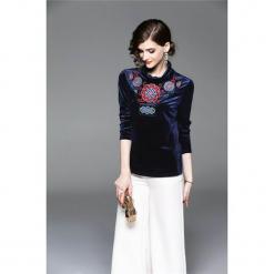 Bluzka w kolorze niebieskim. Niebieskie bluzki damskie marki Zeraco, ze stójką. W wyprzedaży za 199,95 zł.