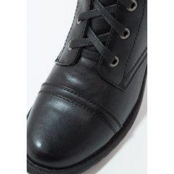 Anna Field Kozaki sznurowane black. Czarne buty zimowe damskie marki Anna Field, z materiału. W wyprzedaży za 135,20 zł.