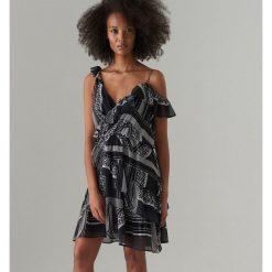 234638aac1 Asymetryczna sukienka z falbaną - Czarny. Czarne sukienki damskie Mohito