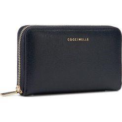 Duży Portfel Damski COCCINELLE - AW1 Metallic Saffiano E2 AW1 11 32 01 Bleu 011. Czarne portfele damskie marki Coccinelle. W wyprzedaży za 389,00 zł.