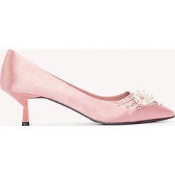 Buty ślubne damskie: NA-KD Shoes Satynowe czółenka z koralikami - Pink