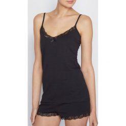 Piżamy damskie: Damska piżama z krótkimi spodenkami