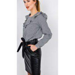 Bluzki damskie: Bluzka koszulowa w kratkę z falbaną