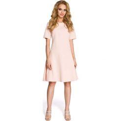 Wizytowa Pudrowa Sukienka z Rozkloszowanym Dołem. Różowe sukienki koktajlowe marki numoco, l, z dekoltem w łódkę, oversize. Za 109,90 zł.