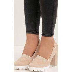 Beżowe Czółenka Ladina. Brązowe buty ślubne damskie marki Born2be, z gumy, z okrągłym noskiem, na wysokim obcasie, na słupku. Za 44,99 zł.