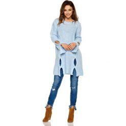 Dłuższy Błękitny Sweter z Owalnymi Wycięciami. Niebieskie swetry oversize damskie Molly.pl, uniwersalny, z jeansu. Za 109,90 zł.