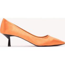Czółenka: NA-KD Shoes Satynowe czółenka na niskim obcasie – Orange