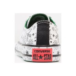 Converse CHUCK TAYLOR ALL STAR JUNIOR Tenisówki i Trampki white/green/siren red. Szare trampki chłopięce marki Converse, z materiału, na sznurówki. W wyprzedaży za 151,20 zł.