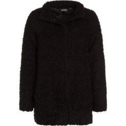 Blue Seven Płaszcz zimowy schwarz. Czarne kurtki chłopięce przeciwdeszczowe Blue Seven, na zimę, z materiału. W wyprzedaży za 129,50 zł.
