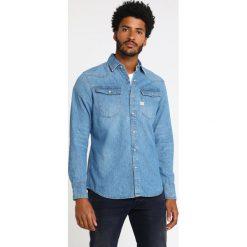 GStar 3301 SHIRT L/S Koszula blue denim. Czerwone koszule męskie marki G-Star, l, z napisami. Za 469,00 zł.