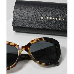 Burberry Okulary przeciwsłoneczne black. Czarne okulary przeciwsłoneczne damskie aviatory Burberry. Za 809,00 zł.