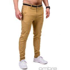 SPODNIE MĘSKIE CHINO P156 - BEŻOWE. Brązowe chinosy męskie Ombre Clothing, z aplikacjami, z bawełny. Za 59,00 zł.