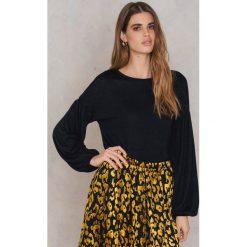 Swetry klasyczne damskie: NA-KD Boho Sweter z bufiastym rękawem - Black