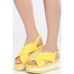 Żółte Sandały Smitten. Żółte sandały damskie marki Born2be, z materiału, na koturnie. Za 99,99 zł.