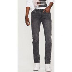 Rurki męskie: Jeansowe spodnie slim fit – Szary