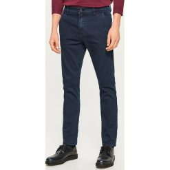 Jeansy chino slim fit - Granatowy. Niebieskie jeansy męskie relaxed fit marki QUECHUA, m, z elastanu. Za 89,99 zł.