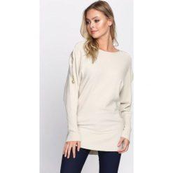 Beżowy Sweter Remind. Brązowe swetry klasyczne damskie Born2be, m, z dekoltem w łódkę. Za 59,99 zł.