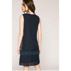 Desigual - Sukienka Jonatan. Szare sukienki mini marki Desigual, na co dzień, z poliesteru, casualowe, z okrągłym kołnierzem, proste. W wyprzedaży za 199,90 zł.